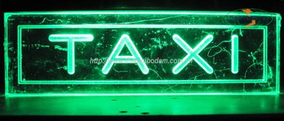 Đèn LED taxi màu xanh lá cây báo có khách trên xe